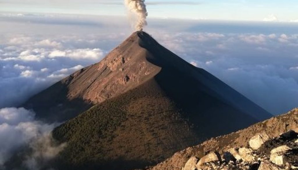 volcan en erruption